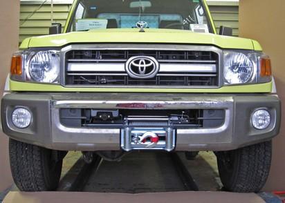 Seilwinden Set Toyota HZJ78/79 ab 07 mit WARN XD9000. Ohne TÜV Teilegutachte